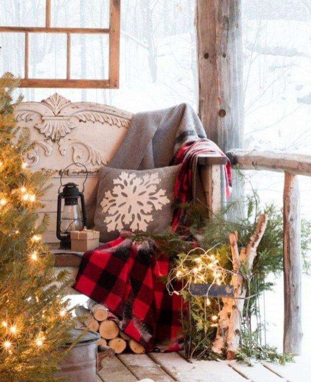 Amazing Farmhouse Winter Decoration Ideas08