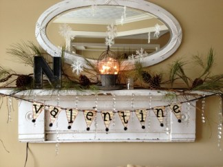 Fantastic Winter Mantle Decoration Ideas33