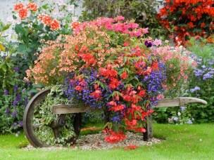 Impressive Front Yard Landscaping Garden Designs Ideas29