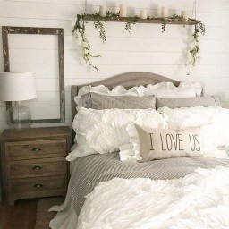 Romantic Rustic Farmhouse Bedroom Design And Decorations Ideas04