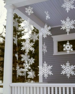 Amazing Outdoor Christmas Ideas For Porch Décor14