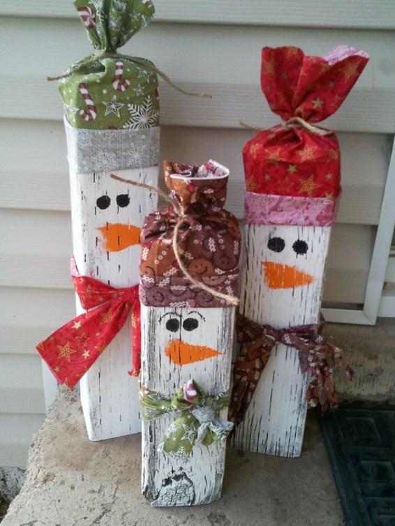 Amazing Outdoor Christmas Ideas For Porch Décor24