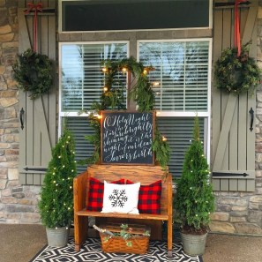 Amazing Outdoor Christmas Ideas For Porch Décor41