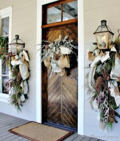Brilliant Christmas Front Door Decor Ideas01