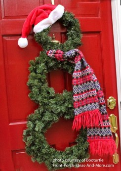 Brilliant Christmas Front Door Decor Ideas25