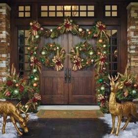 Brilliant Christmas Front Door Decor Ideas28