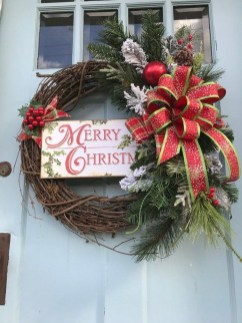 Brilliant Christmas Front Door Decor Ideas33