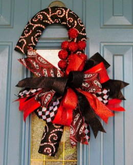 Brilliant Christmas Front Door Decor Ideas34