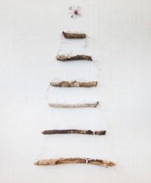 Diy Wall Christmas Tree Ideas31