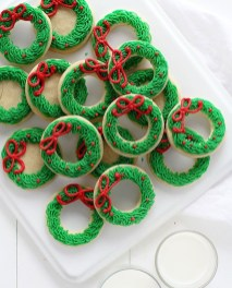 Inspiring Christmas Wreaths Ideas For All Types Of Décor30