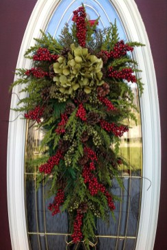 Inspiring Christmas Wreaths Ideas For All Types Of Décor38