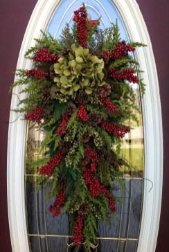 Inspiring Christmas Wreaths Ideas For All Types Of Décor38