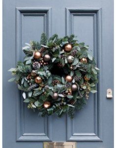 Inspiring Christmas Wreaths Ideas For All Types Of Décor43