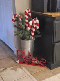 Perfect Candy Cane Christmas Decor Ideas For Your Home04