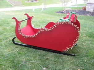 Unique Sleigh Decor Ideas For Christmas13