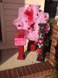 Amazing Valentine Porch Ideas33