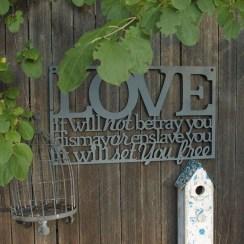 Awesome Valentine Backyard Ideas30