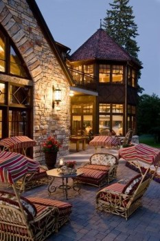 Amazing Traditional Patio Setups For Your Backyard04