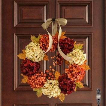 Simple Halloween Wreath Designs For Your Front Door07