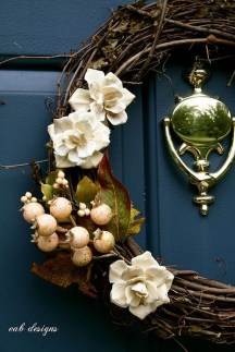 Simple Halloween Wreath Designs For Your Front Door14