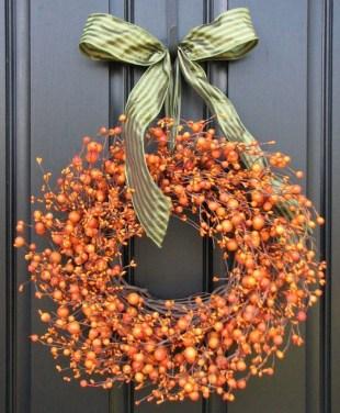 Simple Halloween Wreath Designs For Your Front Door15