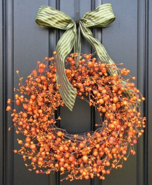 Simple Halloween Wreath Designs For Your Front Door15