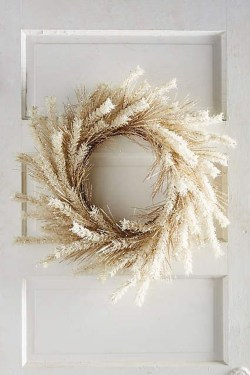 Simple Halloween Wreath Designs For Your Front Door18