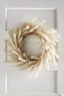 Simple Halloween Wreath Designs For Your Front Door18