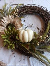 Simple Halloween Wreath Designs For Your Front Door21