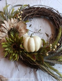 Simple Halloween Wreath Designs For Your Front Door21