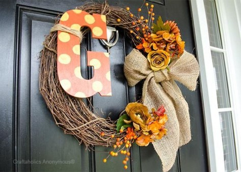 Simple Halloween Wreath Designs For Your Front Door24
