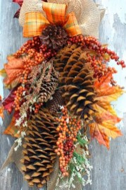 Simple Halloween Wreath Designs For Your Front Door29