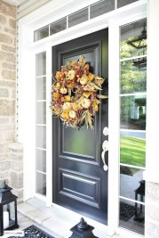 Simple Halloween Wreath Designs For Your Front Door30