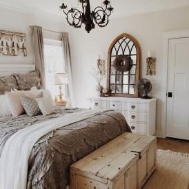 Modern White Farmhouse Bedroom Ideas06