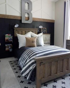 Modern White Farmhouse Bedroom Ideas09