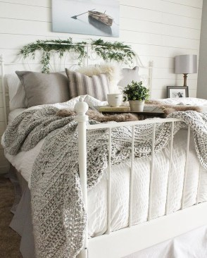 Modern White Farmhouse Bedroom Ideas11