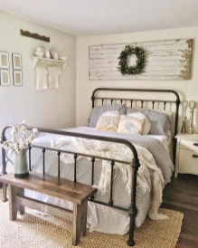 Modern White Farmhouse Bedroom Ideas33