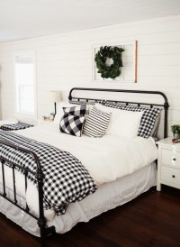 Modern White Farmhouse Bedroom Ideas35