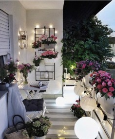 Comfy Apartment Balcony Decorating05