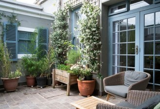 Exciting Small Balcony Decorating For Farmhouse12