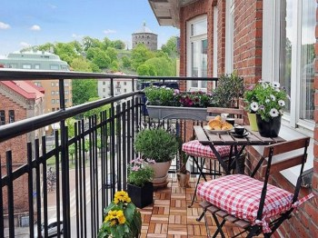 Exciting Small Balcony Decorating For Farmhouse36