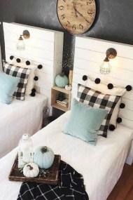 Smart Modern Farmhouse Style Bedroom Decor18