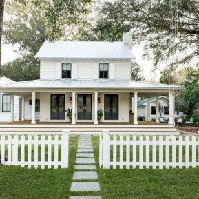 Top Modern Farmhouse Exterior Design40