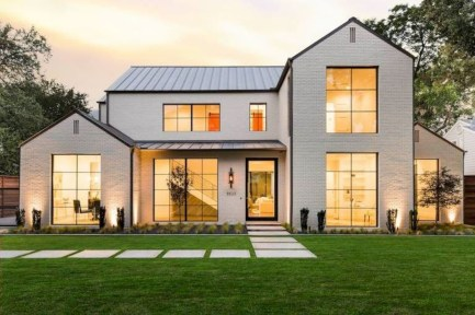 Top Modern Farmhouse Exterior Design41