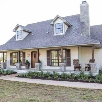 Top Modern Farmhouse Exterior Design43