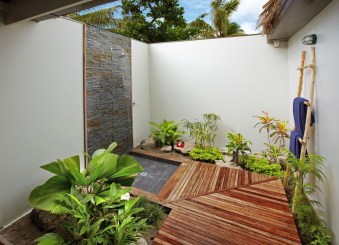 Amazing Outdoor Bathroom Design Ideas14