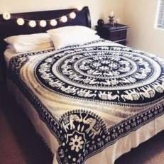 Awesome Bohemian Bedroom Tapestry Decorating Ideas40