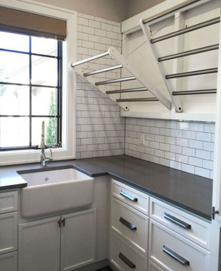 Beautiful Ideas For Tiny Laundry Spaces30