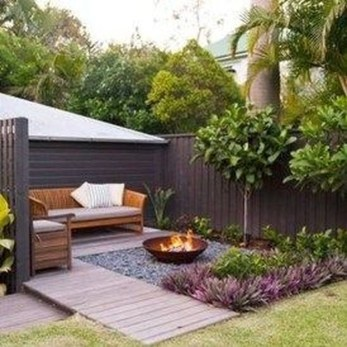 Gorgeous Small Backyard Landscaping Ideas16