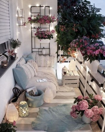 Gorgeous Flower On Balcony Ideas01